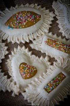 Dolci come il miele:  Fabric cookies in this style :)