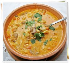 Betyárleves... vagy pandúrgulyás? Real Food Recipes, Soup Recipes, Cooking Recipes, Yummy Food, Soup Dish, Hungarian Recipes, Hungarian Food, Goulash Hungarian, Food 52