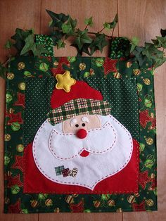 patchwork ve noel. Christmas Makes, Noel Christmas, All Things Christmas, Christmas Ornaments, Christmas Projects, Felt Crafts, Holiday Crafts, Christmas Applique, Christmas Sewing
