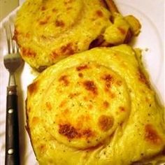 If you& a southern belle or gentleman at heart you have to try this one! Hot turkey over hot toast and smothered in a buttery sauce. There are two things Kentucky does right--horse racing and the hot brown. This is also great for Thanksgiving leftovers! Delicious Sandwiches, Wrap Sandwiches, Kentucky Food, Kentucky Derby, Kentucky Hot Brown, Brown Recipe, Whats For Lunch, Thanksgiving Leftovers, Recipe Directions