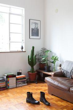 Freunde von Freunden — Bruno Simões — Architect, Apartment, São Paulo, Brazil http://www.freundevonfreunden.com/interviews/bruno-simoes/