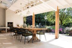 Veranda met haard en vloer van natuursteen tegels - Nibo Stone
