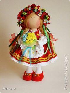 Кукла Украинка фото 2 Crochet Toys Patterns, Stuffed Toys Patterns, Doll Patterns, Diy Toys Doll, Crochet Dragon, Homemade Toys, Doll Tutorial, Sewing Dolls, Waldorf Dolls