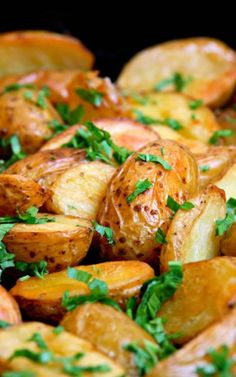 Melt In Your Mouth Oven Roasted Potatoes - Recipes, Dinner Ideas, Healthy Recipes & Food Guide Think Food, I Love Food, Good Food, Yummy Food, Fun Food, Tasty, Potato Recipes, Vegetable Recipes, Oven Roasted Potatoes