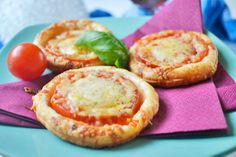 Diese Tomatentaler sollten bei keiner Party fehlen. Das Rezept ist perfekt zum Vorbereiten und schmeckt den Gästen.
