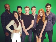 The cast of (via by shadowhunters_uk Shadowhunters Clary And Jace, Clary Et Jace, Shadowhunters Tv Show, Shadowhunters The Mortal Instruments, Isabelle Lightwood, Alec Lightwood, Cassandra Clare, Ian Salvatore, Isaiah Mustafa