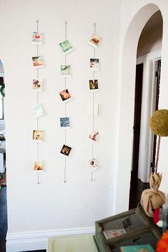 fotos na decoração, parede decorada com fotos penduradas na vertical