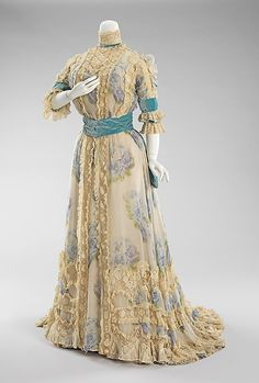 Jacques Doucet, Afternoon Dress Printed with Large Blue Roses on Chiffon. Paris, Jacques Doucet, Afternoon Dress Printed with Large Blue Roses on Chiffon. Vintage Outfits, Robes Vintage, Vintage Dresses, Vintage Costumes, 1900s Fashion, Edwardian Fashion, Vintage Fashion, Gothic Fashion, Women's Fashion