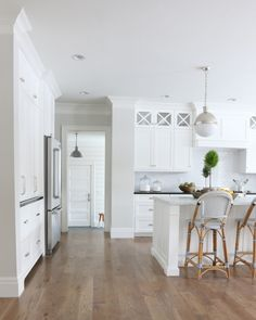 Wall color is Classic Gray Benjamin Moore. Studio McGee Wall color is Classic Gray Benjamin Moore. Classic Kitchen, Timeless Kitchen, New Kitchen, Kitchen Decor, Kitchen Wood, Kitchen Ideas, Kitchen Stools, Counter Stools, Kitchen Inspiration