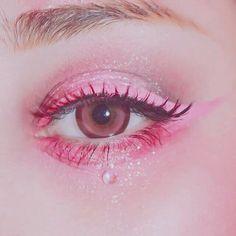 Eye Makeup Tips – How To Apply Eyeliner Makeup Goals, Makeup Inspo, Makeup Art, Makeup Inspiration, Hair Makeup, Makeup Ideas, Pink Makeup, Makeup Tutorials, Gem Makeup