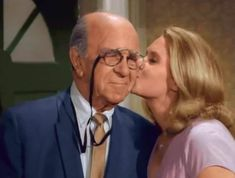 Bewitched Cast, Erin Murphy, Agnes Moorehead, Elizabeth Montgomery, Classic Comedies, Favorite Tv Shows, Comedy, It Cast, Couple Photos