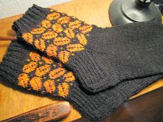 Knitting Socks, Hand Knitting, Knitting Patterns, Cozy Socks, Knitted Slippers, Bunt, Arm Warmers, Needlework, Knit Crochet