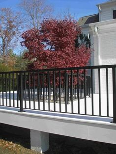 Deck railing isn't simply a safety function. It can include a magnificent visual to mount a decked area or patio. These 36 deck railing ideas show you exactly how it's done! Metal Deck Railing, Front Porch Railings, Patio Railing, Balcony Railing Design, Deck Design, House Design, Railing Ideas, Iron Railings, Front Deck