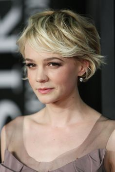 Carey Mulligan's grown out cut is all sorts of glam.    - MarieClaire.com