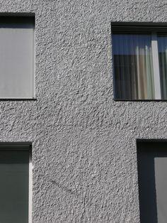 K5 grau mit Rauputz Mineral 2.0 mm plus Kellenwurf 4-8 mm Metallic-Anstrich - Fassadensysteme, Wärmedämmsysteme, hinterlüftete Fassade, Natursteinfassade