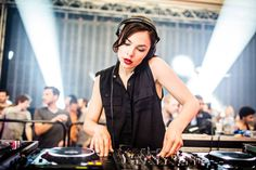 2016 was very special for Techno queen – Nina Kraviz. here are 6 miraculous sets by Nina Kraviz from 2016 Nina Kraviz @ DOMMUNE – 2016 Nina Kraviz @ Exit Festival, Serbia 2016 Listen to Nina Kraviz – Live @ Exit Festival (Novi Sad, Serbia) – 10-JUL-2016 byGlobal-Sets.com on hearthis.at Nina Kraviz @ Movement, Detroit …