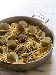 Creamy sweet corn pasta w clams from a cozy kitchen Clam Pasta, Pot Pasta, Pasta Dishes, Cleaning Clams, Roasted Red Pepper Soup, Creamy Corn, Good Food, Yummy Food, Nice Weekend
