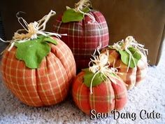 Fabric pumpkin tut. i have to make one of these for patty d since she gave me first pick of the freebie fabric