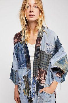 "Magnolia Pearl Denim Kimono Jacket ""One Of A Kind"" Patchwork Estilo Folk, Denim Ideas, Oversized Denim Jacket, Recycled Denim, Kimono Jacket, Mode Style, Vintage Denim, Denim Fashion, Refashion"