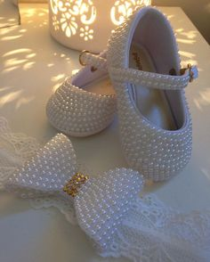 1 million+ Stunning Free Images to Use Anywhere Bling Baby Shoes, Baby Doll Shoes, Baby Bling, Camo Baby, Baby Girl Dress Patterns, Baby Shoes Pattern, Baby Boy Outfits, Kids Outfits, Beaded Shoes