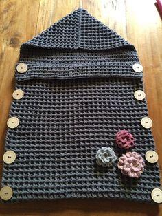 15 Ideas crochet baby bunting bag projects for 2019 Crochet Baby Cocoon Pattern, Newborn Crochet, Afghan Crochet Patterns, Baby Knitting Patterns, Baby Blanket Crochet, Baby Patterns, Free Knitting, Baby Bunting Bag, Bag Crochet