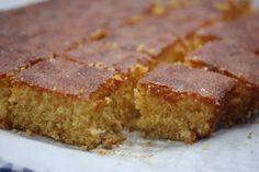 Verdens beste (og enkleste) sitronkake! Lemon Curd, Cornbread, Banana Bread, Cake Recipes, Ethnic Recipes, Millet Bread, Lemon Custard, Easy Cake Recipes, Lemon Cream