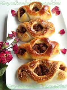 Karnıyarık Poğaça resmli Greek Cooking, Cooking Time, Cooking Recipes, Onion Rings, Pain, Bagel, Doughnut, Brunch, Breakfast
