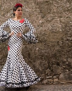 Colección 2018 | Manuela Macías Moda Flamenca Flamenco Costume, Flamenco Dancers, Spanish Dancer, Decorated Wine Glasses, Stylish Dresses, African Fashion, Polka Dots, Womens Fashion, Fashion Design