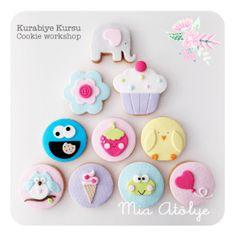 And Cookie Monster! Fondant Cookies, Fondant Cupcake Toppers, Galletas Cookies, Baby Cookies, Royal Icing Cookies, Cupcake Cookies, Kawaii Dessert, Disney Cookies, Spice Cookies