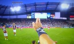 De esta manera podía grabar el arbitro algunas incidencias del partido. (All-Stars MLS vs AS Roma)