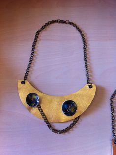 Ceramic and leather collar