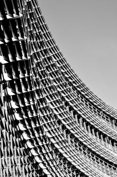 Textural patterns in architecture with graphic repetition // Alcoa Building, Pittsburgh