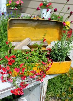 5 Easy, Awesome, Low Cost Planter Ideas http://bec4-beyondthepicketfence.blogspot.com/2014/05/5-easy-awesome-low-cost-planter-ideas.html