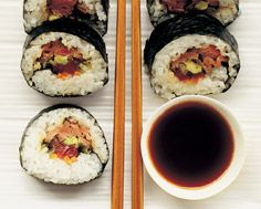 SEARED BEEF SUSHI: Traditional recipe with a non-traditional twist  #beef #sushi
