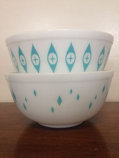 RARE Pyrex 403 mixing bowl set. Turquoise Diamonds and Atomic Eyes! I have Atomic Eyes in my own collection.