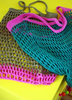 "New Cheap Bags. The location where building and construction meets style, beaded crochet is the act of using beads to decorate crocheted products. ""Crochet"" is derived fro Crochet Market Bag, Crochet Tote, Crochet Handbags, Crochet Purses, Crochet Crafts, Yarn Crafts, Crochet Projects, Free Crochet, Knit Crochet"