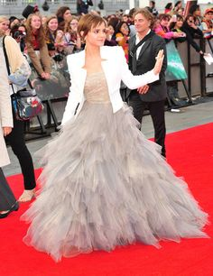 Ohhhhh! LOVE the dress! Especially with the white jacket! Vestidos Estilo  Princesa bd4d528f431