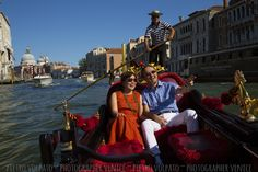 Photographer in Venice for romantic and fun photo shoot during a walking tour and gondola ride ~ Venice couple photo session tour