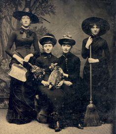 """Grupo de """"Brujas"""" en 1875"""