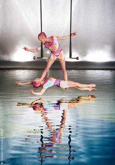 """Howard Schatz """"O"""" Cirque du Soleil: Duo -so colourful too Aerial Dance, Aerial Hoop, Aerial Arts, Quebec, Art Du Cirque, Las Vegas, Circus Performers, Circus Art, Saint Michel"""