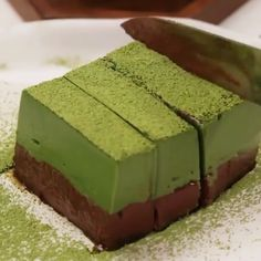Who wants this delicious matcha chocolate mousse cake? 😍 It's one of the best matcha desserts you'll ever taste! 💚 Who wants this delicious matcha chocolate mousse cake? 😍 It's one of the best matcha desserts you'll ever taste! Asian Desserts, Just Desserts, Delicious Desserts, Yummy Food, Jello Dessert Recipes, Mini Desserts, Tea Recipes, Baking Recipes, Sweet Recipes