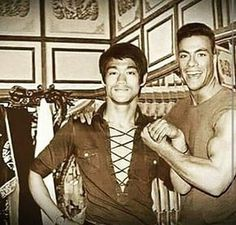 Bruce Lee with Jean Claude Van Damme Bruce Lee Art, Bruce Lee Martial Arts, Bruce Lee Quotes, Brandon Lee, Martial Arts Movies, Martial Artists, Karate, Bruce Lee Pictures, Bruce Lee Family