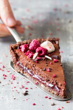 ... vegan chocolate raspberry mousse tart ...