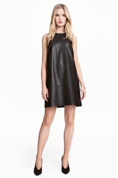 Sleeveless dress: Straight-cut, sleeveless dress in imitation leather in a narrow cut at the top with a yoke. Visible zip at the back. Lined.