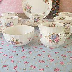 #cup #tea #teapot #vintage #classic #floral
