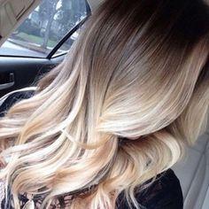 Belle coiffure avec balayage blond foncé