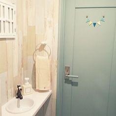 女性で、4LDKのトイレの手洗い/ナチュラルキッチン/salut!/ペイントドア/壁紙…などについてのインテリア実例を紹介。(この写真は 2014-09-03 20:27:11 に共有されました)