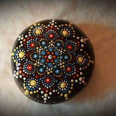 Dot Art Painting, Mandala Painting, Pebble Painting, Pebble Art, Stone Painting, Mandala Painted Rocks, Mandala Rocks, Hand Painted Rocks, Painted Stones