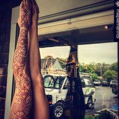 Henna Designs & Art - indianweddingsmag: Look carefully and you will see some stunning body art from Bridgette Ba - Henna Ink, Tattoo Henna, Henna Body Art, Henna Tattoo Designs, Mehandi Designs, Leg Henna Designs, Henna On Leg, Full Body Henna, Henna Hands