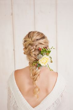 BridalPulse - 20 Gorgeous Wedding Hairstyles for a Summer Wedding |Hairstyle byMOPS Hair Designers; Photograph by Danielle Evans Photography; Via The Bride Link | Follow @BridalPulse for more wedding inspiration!